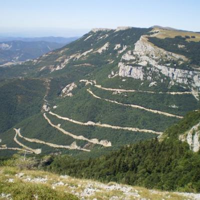Moto de route sur les nombreux cols environnants